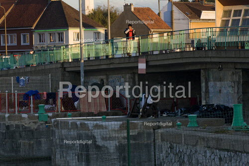 Refugees in their temporary home under a bridge before police evict them and destroy their possessions. Calais, France. - Jess Hurd - 2009-10-15