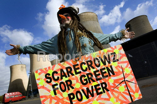 Scarecrows for green power. Climate Camp Swoop at the E.ON coal fired power station, Ratcliffe on Soar, Nottingham. - Jess Hurd - 2009-10-17