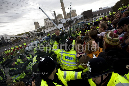 Climate Camp Swoop at the E.ON coal fired power station, Ratcliffe on Soar, Nottingham. - Jess Hurd - 2009-10-17