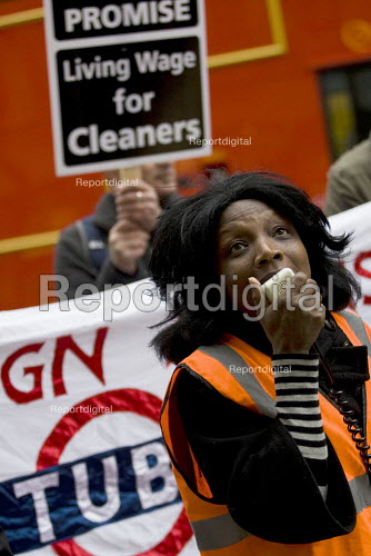 RMT protest to demand a living wage for tube cleaners, many who are migrant workers and against privatisation and the subcontracting of their jobs. Metronet HQ, Holborn. London. - Jess Hurd - 2009-11-18