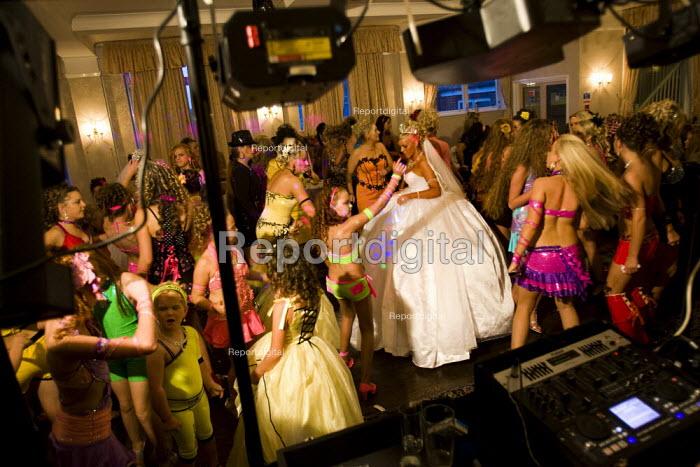 Double traveller wedding of Sheridans, who are distant cousins, Dale Farm, Basildon, Essex. - Jess Hurd - 2009-11-28