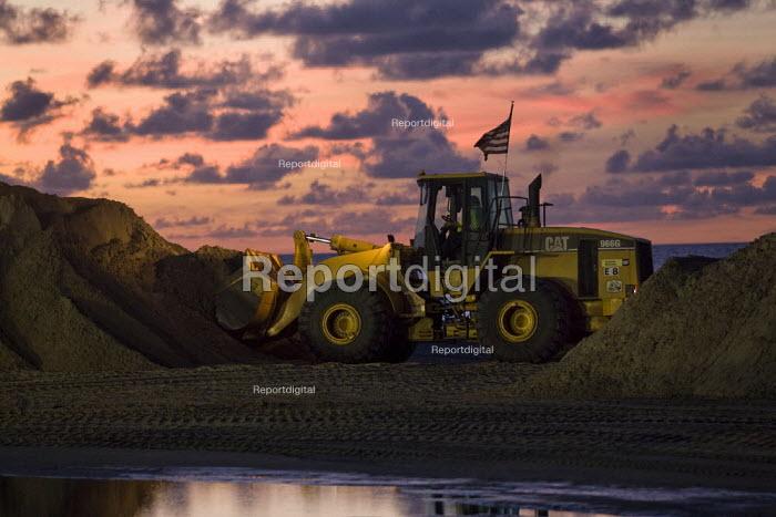 BP oil spill dawn clean up operation. Grand Isle beach, Louisiana. USA. - Jess Hurd - 2010-08-21