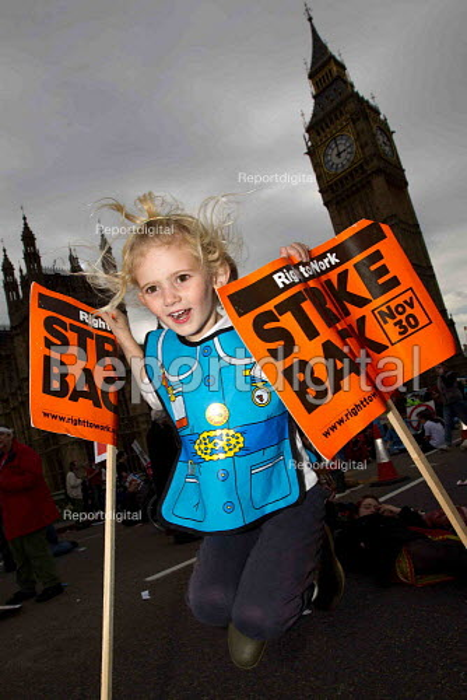 Block the Bridge, Block the Bill, Uk Uncut against the NHS reform bill. Westminster Bridge, London. - Jess Hurd - 2011-10-09