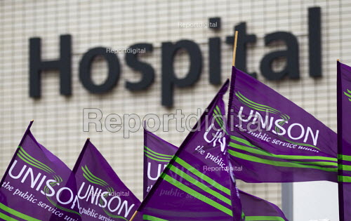 NHS public service workers strike in a dispute over pay. St Thomas' Hospital, London. - Jess Hurd - 2014-10-13