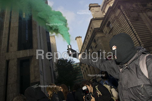 Thousands of students march against debt and for free education. London. - Jess Hurd - 2014-11-19