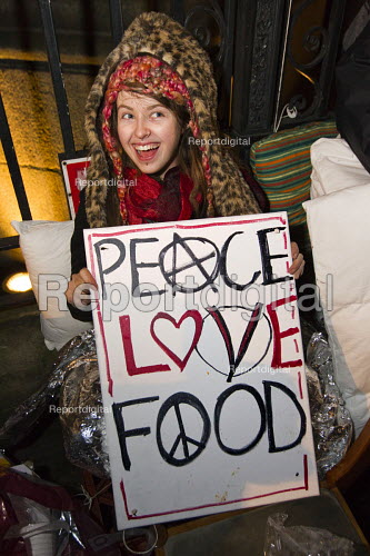 Peace Love Food. Love Activist protesters put on a food bank offering hot food to the homeless opposite RBS Bank where they were evicted by Westminster Council. London. - Jess Hurd - 2014-12-30