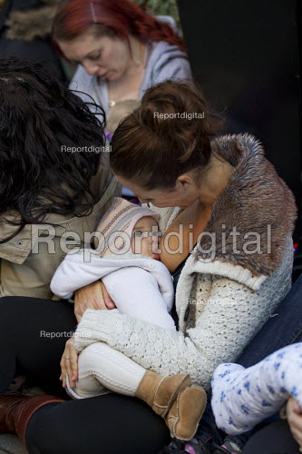 Carla Mastroianni breastfeeds her seven month old daughter, Sienna. Breastfeeding mothers gather outside Claridges Hotel in protest against the discrimination a mother faced whilst feeding her baby. Mayfair, London. - Jess Hurd - 2014-12-06