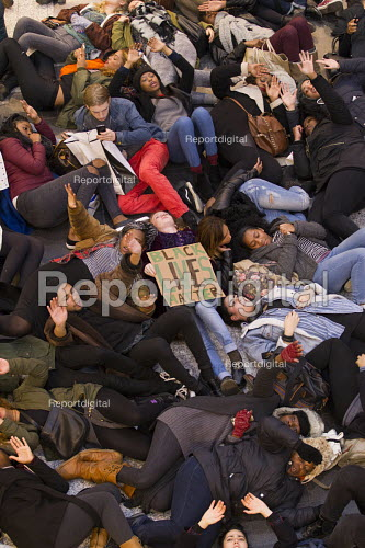 We Can't Breathe - solidarity demonstration and die-in at Westfield Shopping Centre against police brutality. West London. - Jess Hurd - 2014-12-10