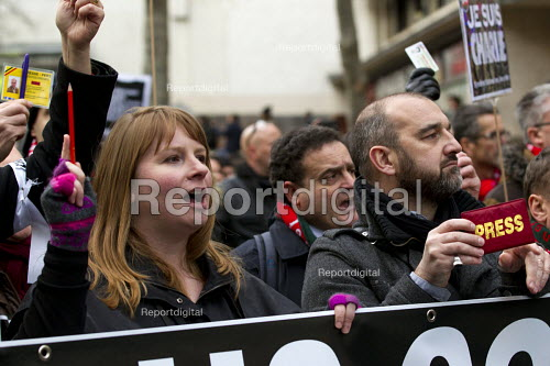 Michelle Stanistreet, NUJ Gen Sec , Journalist unions with a banner Nous Sommes Charlie lead the unity march after the shooting of cartoonists in the attack on the Charlie Hebdo magazine offices, Paris. - Jess Hurd - 2015-01-11