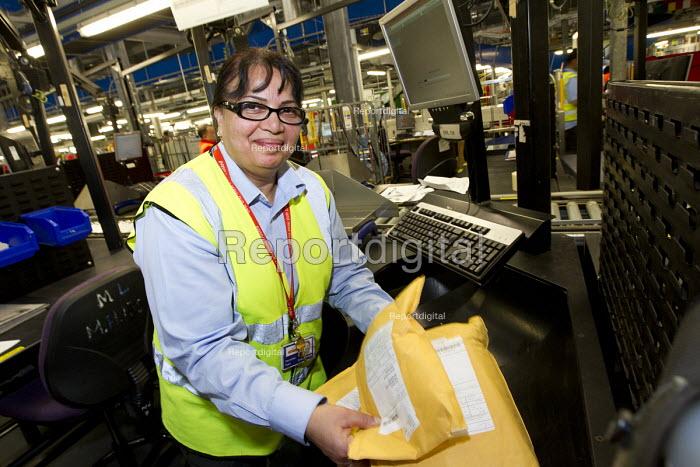 Royal Mail Heathrow Worldwide Distribution Centre, Slough - Jess Hurd - 2012-11-06