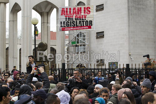 Allah is the only legislator. Anjem Choudary preaching, his group Islam4UK is urging Muslims not to vote in the election. Central London mosque. Regents Park. London. - Jess Hurd - 2015-04-03