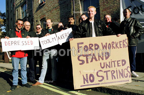 Ford Dagenham car workers lobby pay talks as 400 go on strike in a dispute over bonus pay. London - Jess Hurd - 1999-11-09
