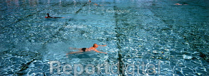 Swimmers, Tooting Bec Lido, London. - James Jenkins - 2003-07-02