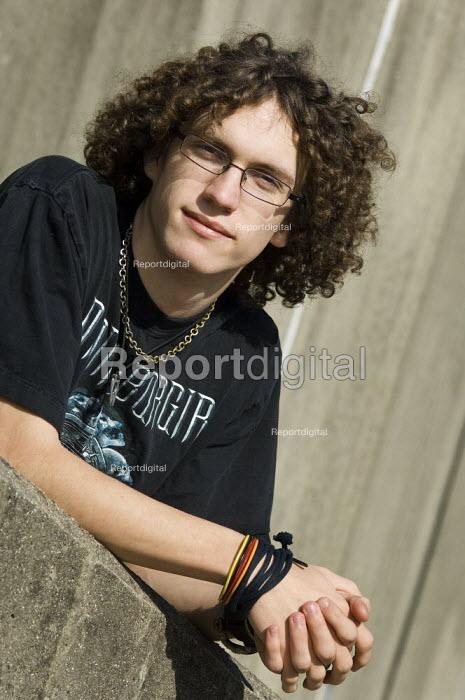 Casual portrait of a teenage boy. - Paul Carter - 2007-03-11
