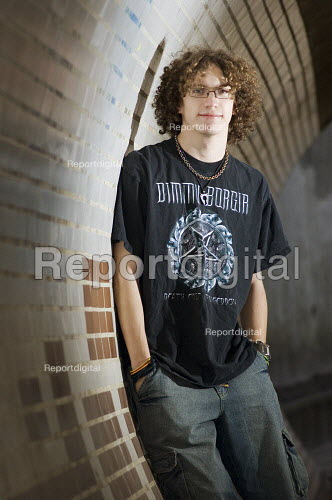Casual portrait of a teenage boy in a subway. - Paul Carter - 2007-03-11