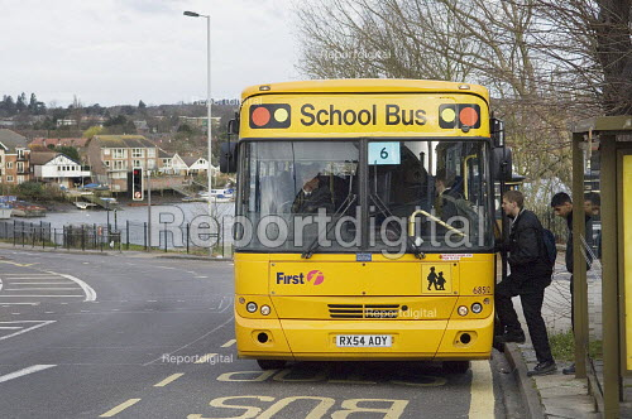 Pupils getting on a Yellow School Bus. Southampton - Paul Carter - 2007-03-20