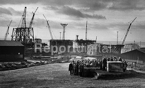 Oil rig construction workers on strike over pay and conditions, decided to leave the plant, and find better work elsewhere. At Redpath Dorman Long (RDL) in Methil, Fife. - John Sturrock - 1980-10-08