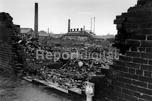 Industrial wasteland in Walsall, during the recession in the 1980s. - John Sturrock - 1981-10-14