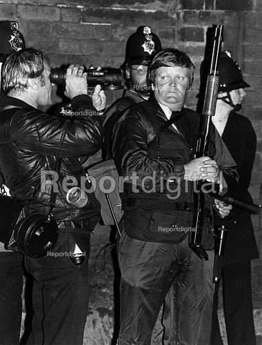 Toxteth Riots in Liverpool. Police with CS gas firing shotgun, CS gas canisters and night vision equipment at the corner of Upper Parliament St and Princess Rd. - John Sturrock - 1981-07-06
