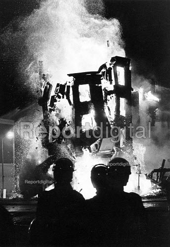 Brixton riots. Collapse of burning building which had been set on fire by rioters after the shotting by police of innocent black woman, Cherry Groce, London - John Sturrock - 1985-09-28