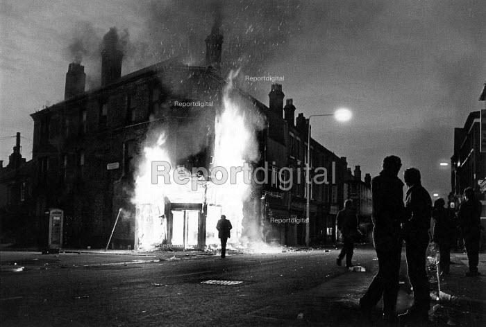Toxteth Riots, in Liverpool. - John Sturrock - 1981-07-06