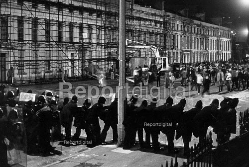Toxteth Riot, on Upper Parliament St in Liverpool. - John Sturrock - 1981-07-06