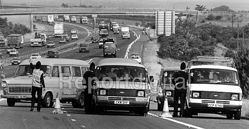 Miners Strike, police stop convoy of pickets leaving the M1 for Nottingham. - John Sturrock - 1984-07-23