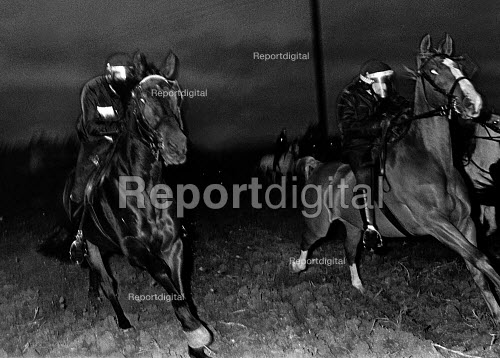 Miners Strike, Brodsworth nr Doncaster, Police horses charge to disperse picket against strike breakers at dawn. - John Sturrock - 1984-10-12