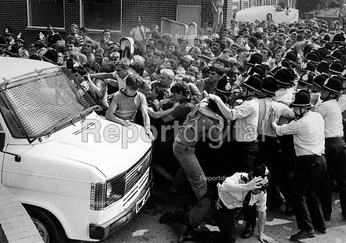 Pickets try to reach a van carrying three scabs as they leave Allerton Bywater pit. Yorkshire. Miners strike 1984 - John Sturrock - 1984-08-21