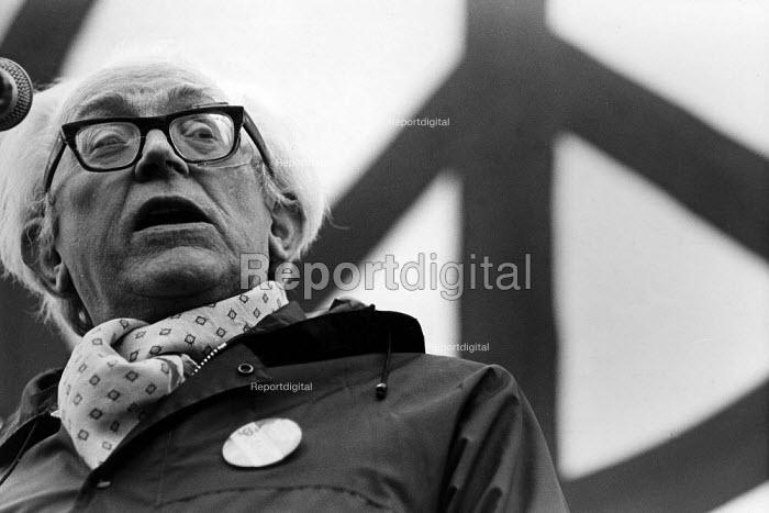 Michael Foot at a CND demonstration. - John Sturrock - 1981-10-24