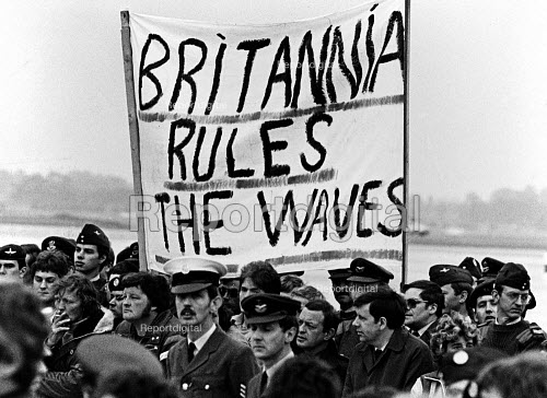 Britannia Rules the Waves, welcoming party for survivors of the sinking HMS Sheffield, RAF Brize Norton, Oxfordshire, Falklands War with Argentina 1982. The destroyer was hit by an Exocet missile fired by the Argentine air force - John Sturrock - 1982-05-27