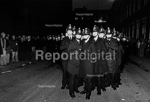 The police at a ISTC steelworkers picket, British Steel Hadfields, Sheffield. - John Sturrock - 1980-02-14