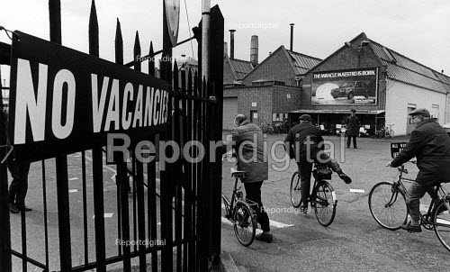 Workers going to work on their bikes, British Leyland Cowley, Oxford. No Vacancies sign. - John Sturrock - 1983-03-30