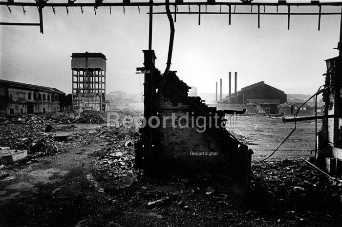 Demolition of Firth Brown, Steel & Engineering Works in Sheffield. - John Sturrock - 1985-12-09