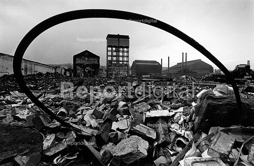 Demolition of Firth Brown, Steel & Engineering Works in Sheffield. - John Sturrock - 1985-12-09