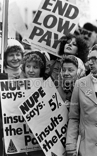 Joint Public Service Union protest in London. During The Winter of Discontent. - John Sturrock - 1979-01-22