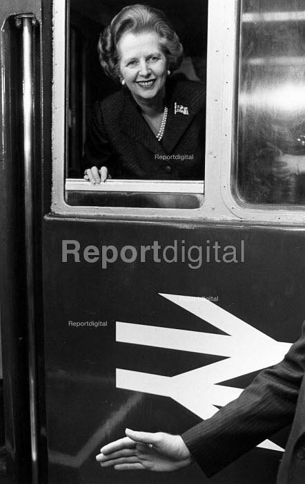Margaret Thatcher on a British Rail train. - John Sturrock - 1983-05-14
