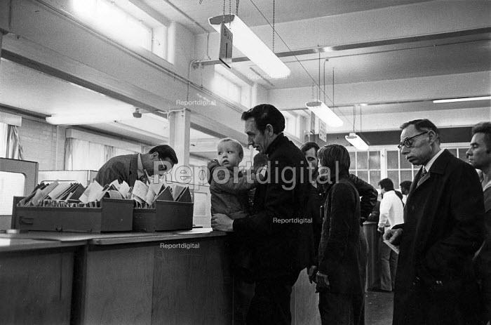 Employment Exchange, Battersea, London. Father and child - John Sturrock - 1978-04-20