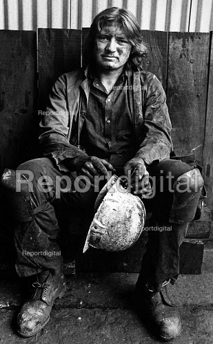 A mineworker at Penrhiwceiber Colliery in the Cynon Valley. - John Sturrock - 1985-10-01