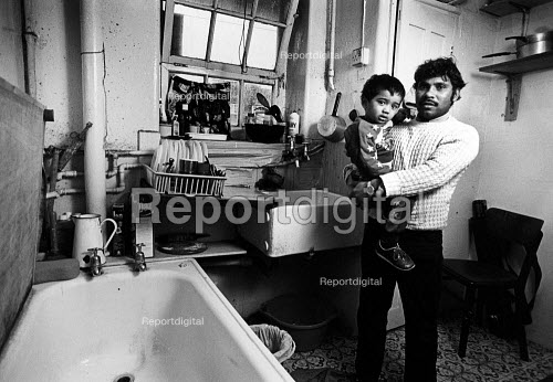 Tenants in an unmodernised flats in Brune House, owned by Tower Hamlets Council. The flats are mainly occupied by Asian familes, who not only have to put up with damp conditions, but have bathrooms and kitchens in one. April 1986. - John Sturrock - 1986-04-10