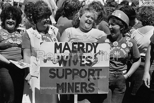 Maerdy wives support the miners, women at the Yorkshire miners gala, Wakefield - John Sturrock - 1984-06-16