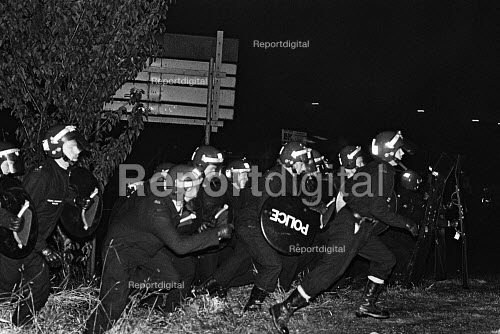 Short shield Riot police charge pickets, Cortonwood colliery, Yorkshire. - John Sturrock - 1984-11-09