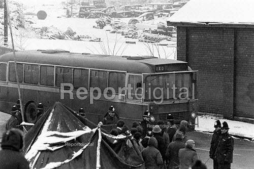 Scabs being brought into Silverwood colliery, Yorkshire winter 1984 - John Sturrock - 1984-12-11