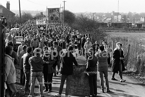 NUM Strikers march back to Wath Main colliery to return to work at the end of the year long strike, Wath-on-Dearne, Yorkshire. - John Sturrock - 1985-03-08