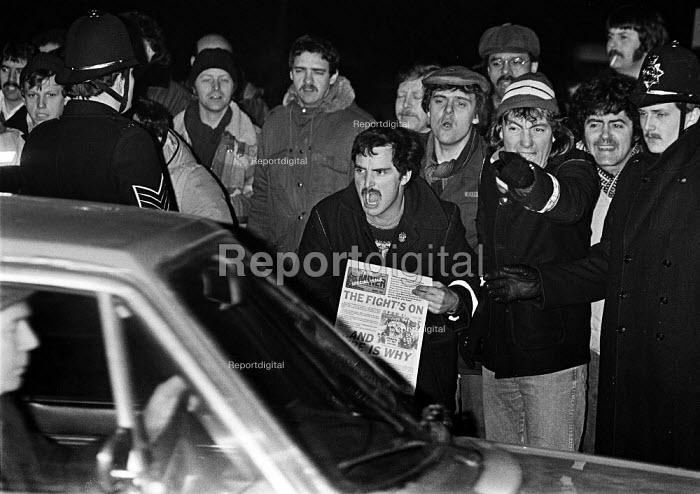 Mass Picket, Thorsby Colliery Nottinghamshire - John Sturrock - 1984-04-18