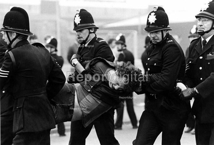 Police arrest a picket, Wearmouth Colliery, Sunderland, County Durham - John Sturrock - 1984-10-12