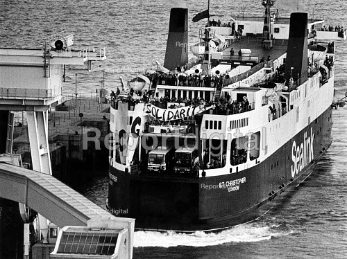 French trade union CGT members arriving onboard a ferry with food for striking miners in solidarity, Port of Dover, 1984 - John Sturrock - 1984-10-13