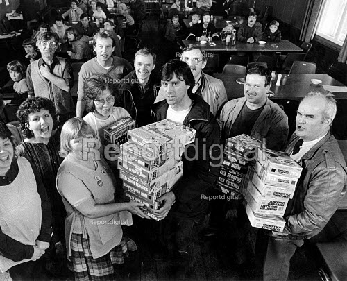 Manchester USDAW Kelloggs workers hand over £200 and breakfast cereals to striking miners kitchen, Pontefract, Yorkshire - John Sturrock - 1984-12-30