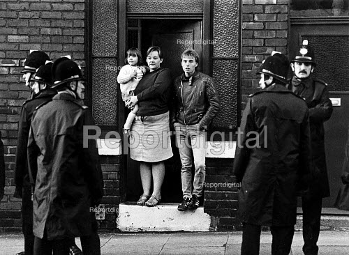 A family watch Police in the streets from their doorstep, Easington pit village, County Durham - John Sturrock - 1984-09-30