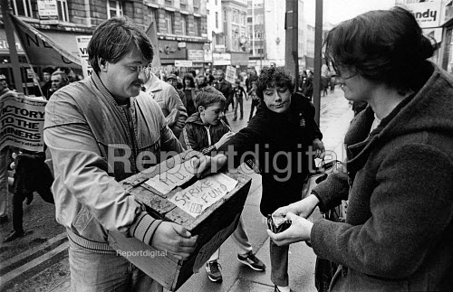 A street collection for the NUM strike fund, Liverpool. - John Sturrock - 1984-04-29